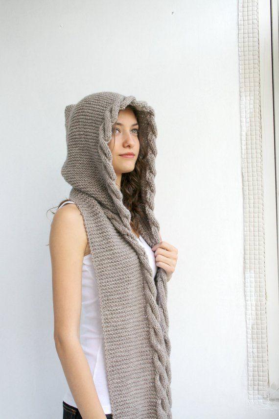 1a1409f0edc À la main en tricot léger marron à capuche écharpe en laine, câble ...