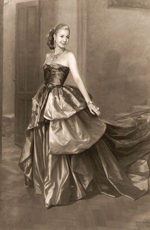 13: El razón real de la fama de ella es porque ella se casó a Juan Perón, quien convirtió al Presidente de Argentina