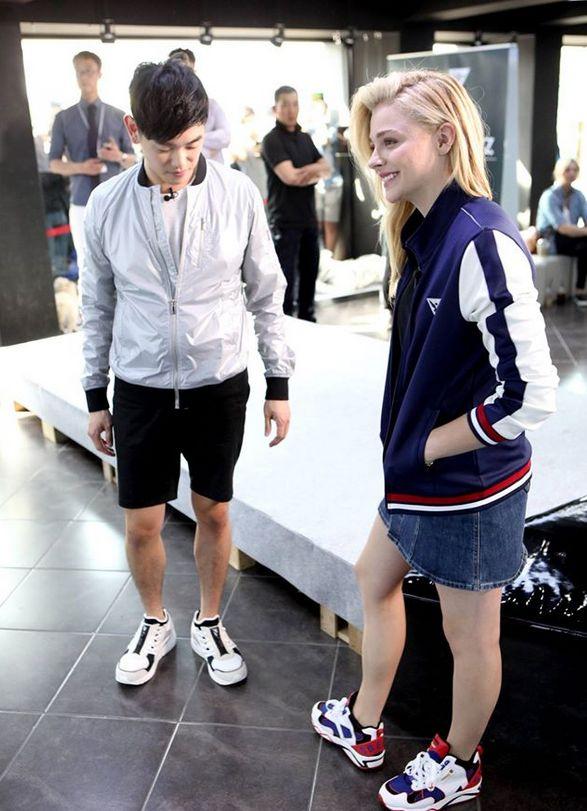 클로이 모레츠(chloe Moretz) & 에릭남  스베누 합정점 방문!  FashionN 채널 <팔로우 미5> 방송 촬영중 :)   #스베누 #sbenu #커프 #청룡 #스베누E라인 #스베누마그넷자켓 #item #fashion
