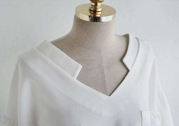 ふんわりとしたバルーン パフスリーブが可愛い ゆるシャツ ブラウス★ S953  Vラインドロップショルダースタイルで、女性らしい雰囲気に♪♪ フロント&バック ユニークVネックスタイルで、お洒落な印象♪♪ ゆったりとしたオーバースタイルで、楽チン&CUTE!! 柔らかな生地感で、着心地もGOOD  ◆シフォンではなく、ポリ生地となります。 さらりとしたコットン素材のような質感  ◆インディピンクは、画像より、ベージュカラーに近い色合いです   ♪♪【出品商品一覧】をクリックすると、 もっと多くの商品をご覧頂けます♪♪   ★お取引についてを必ずご覧ください。 ★発送までに3〜7日ほどお時間をいただきます。(土曜日曜を除く) ★発送について 〔A〕小型包装物(発送から7〜15日)追跡なし 〔B〕EMS(発送から3〜5日)追跡あり  ★ノーブランドの海外製品は、日本製に比べ縫製などが少々劣る場合がございます。 また、元々タグや洗濯表示がないものがございますので、予めご了承ください。  ★ご質問等がございましたら、お気軽にご連絡ください。