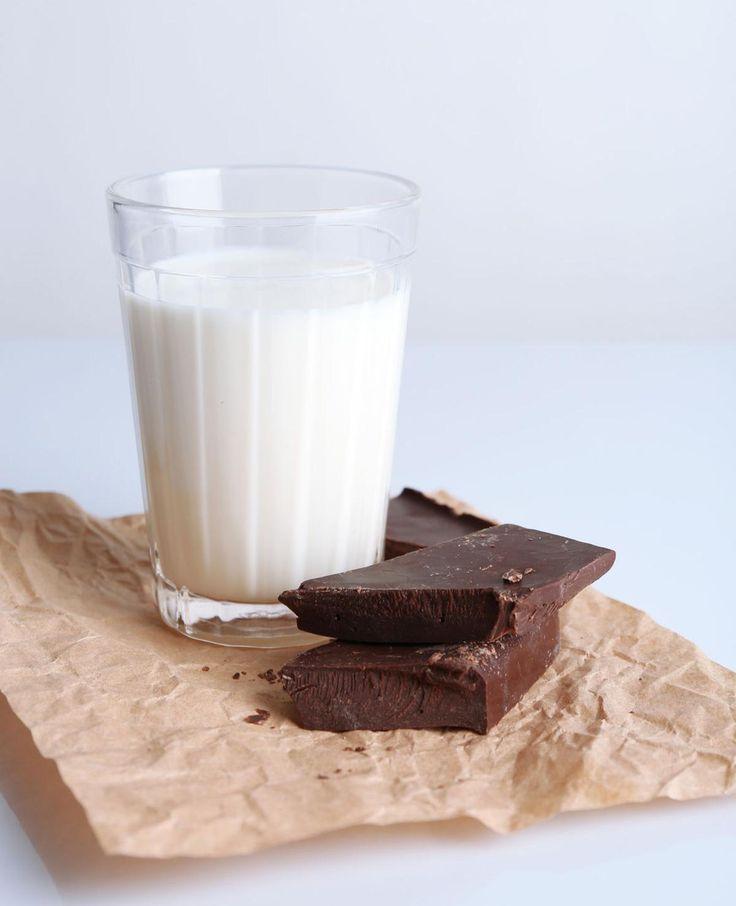 Even opwarmen met dit koude weer? Vijf warme chocolademelk recepten voor heerlijke warme chocomel die je heel makkelijk maakt.