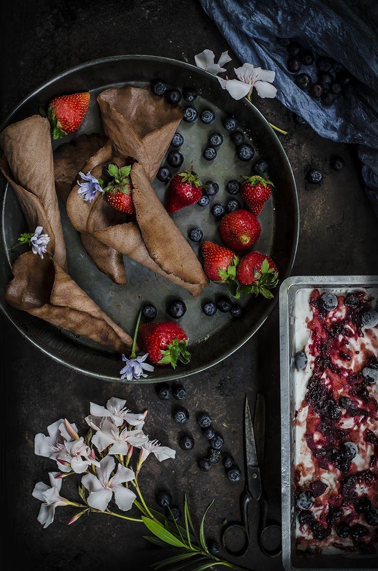 Cialde con gelato variegato ai mirtilli (senza piastra per cialde e senza gelatiera)