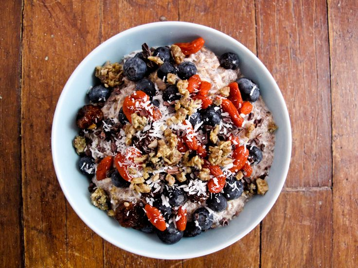Superfood chia breakfast bowl with blueberries, goji berries, coconut and almond milk. #vegan #glutenfree