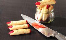 biscotti per halloween a forma di dita http://www.lefestediemma.com/2014/10/dita-di-biscotti-per-festa-halloween/