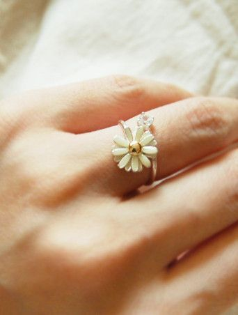 daisy ring ♥ must have Beach wear hipster vintage love you me girl couple fashion clothes like kiss hope cute stuff bows nails eyes makeup shoes heels jewerly lips hair blonde color diy lol shirt shorts famous curly winter summer camera dress great just