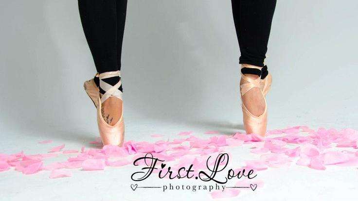 Dance photo shoot #pointe #ballet #dance #dancers #photoshoot #bestfriends #photoideas #photography