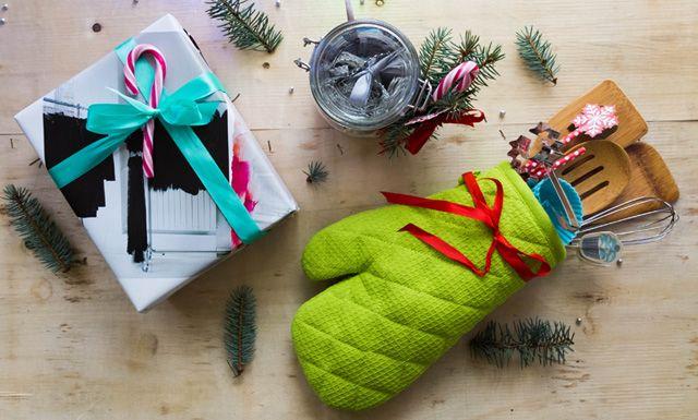 Jeśli uważnie czytałeś nasze notki, masz już na pewno same #trafione_prezenty dla bliskich:) Teraz pozostaje jeden problem - jak to wszystko #zapakować? Inspirację znaleźliśmy na blogu #niebałaganka i ślemy ją dalej! Znajdziesz tam #3 genialne w swojej prostocie #pomysły na ozdobienie bożonarodzeniowych #upominków <3 Papier w dłoń! #Rusztylek #kupuj #pakuj i chowaj #pod_choinką!