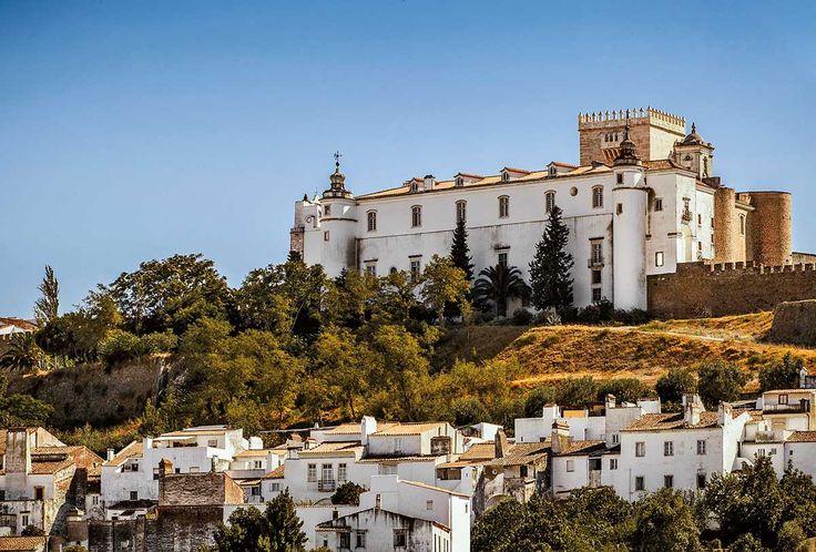 El castillo pintado de blanco en Estremoz es uno de los varios pueblos prácticamente desconocidos del centro del Alentejo