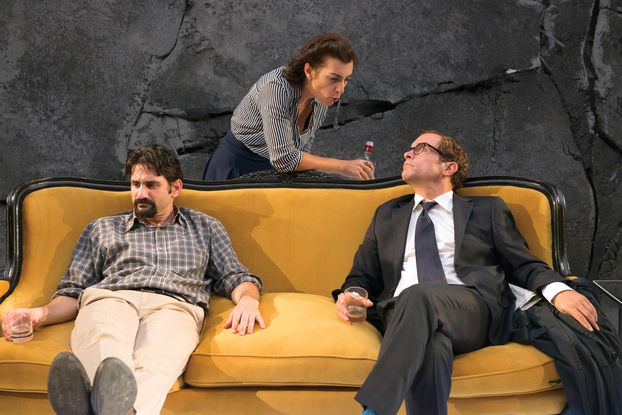Η πολυβραβευμένη διεθνώς κοινωνική κωμωδία της Γιασμίνα Ρεζά σε σκηνοθεσία Κωνσταντίνου Μαρκουλάκη.☯ ★★★★
