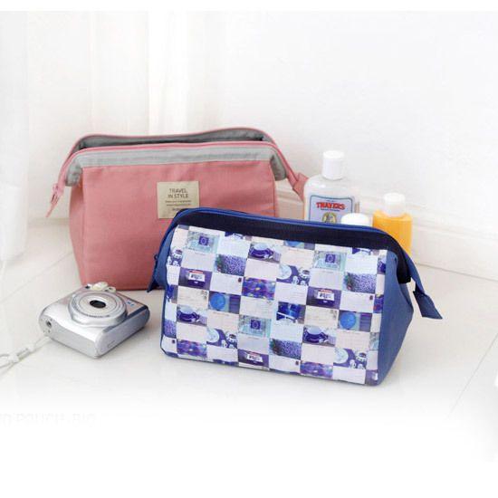 Indigo Stylish photo pattern padded pouch - big (http://www.fallindesign.com/indigo-stylish-photo-pattern-padded-pouch-big/)