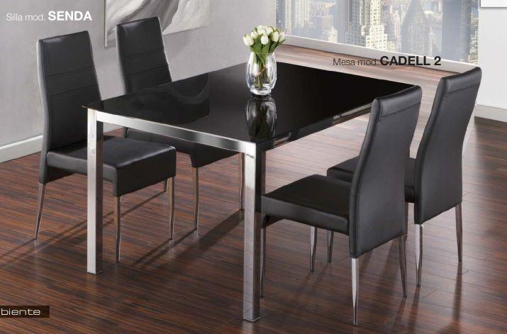 Pack Senda-Cadell: Conjunto de mesa metálica, con tapa de cristal blanco o negro. Md:140x90x75cm Cuatro sillas metálicas tapizadas en negro o blanco. Se sirve en KIT de muy fácil montaje y con instrucciones claras. Cristal templado de 8mm. Estructura metálica con recubrimiento cromado. Patas con tapas de plástico antirrayado. Tapizado en PVC lavable.