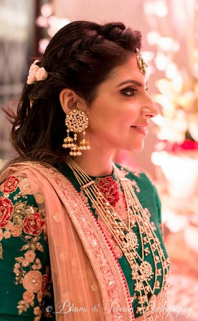 Indian Wedding Jewelry - Satlada Haar and Hanging Jhumkis | WedMeGood #wedmegood #indianjewelry #indianwedding #satlada #jewelry #floral