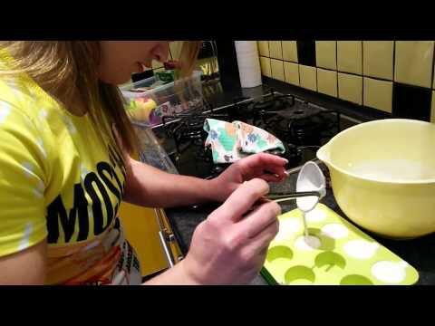 Белковые конфеты: 200 мл молока 250гр творога желатин амортизатор  сахарозаменитель жидкий   50мл молока, 1ст. ложка желатина (10мин.), оставшиеся выливаем в кастрюльку (только не доводим до кипения)+сахарозаменитель+ творог+ взбить с творогом   Разливаем по формам - на 2 часа в холодильник Чтобы вытащить - опускаем на пару секунд в кипяток  Супер с аминокислотами ;)