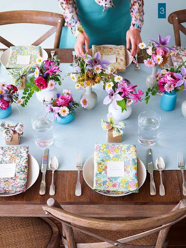 Mesa em azul Tiffany e flores frescas ♥