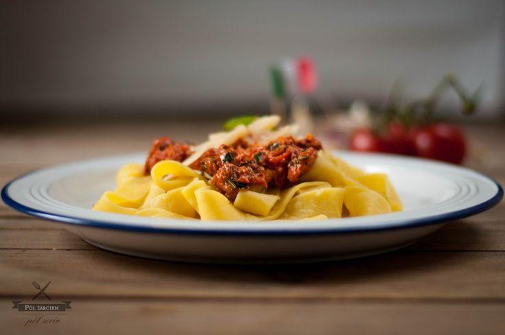 Tagliatelle z chorizo i pomidorami Chorizo and tomato tagliatelle polzarciempolserio.pl