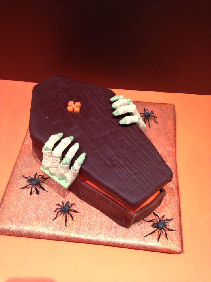 Torta Ataúd de Halloween, escabroso pero bueno                              …