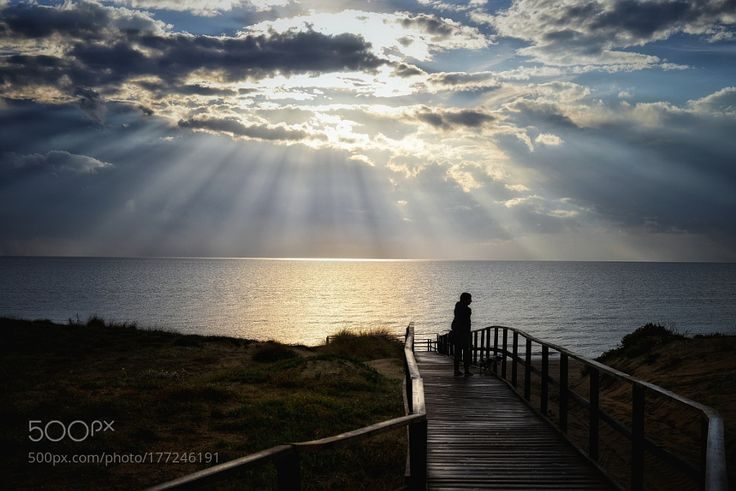 Gli ultimi raggi del sole. by iobitridolo. Please Like http://fb.me/go4photos and Follow @go4fotos Thank You. :-)