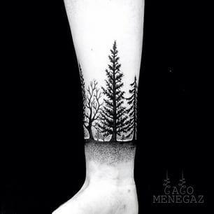 Esta paisagem de floresta incrivelmente realista. | 26 lindas tatuagens para inspirar todos os amantes da natureza