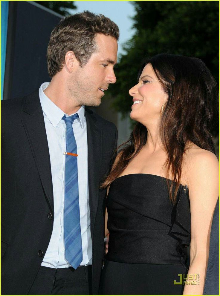 Ryan Reynolds & Sandra Bullock. These two would have made such a cute couple.