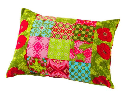 Gather your scraps and use this free pillow pattern to make a rectangular patchwork pillow.
