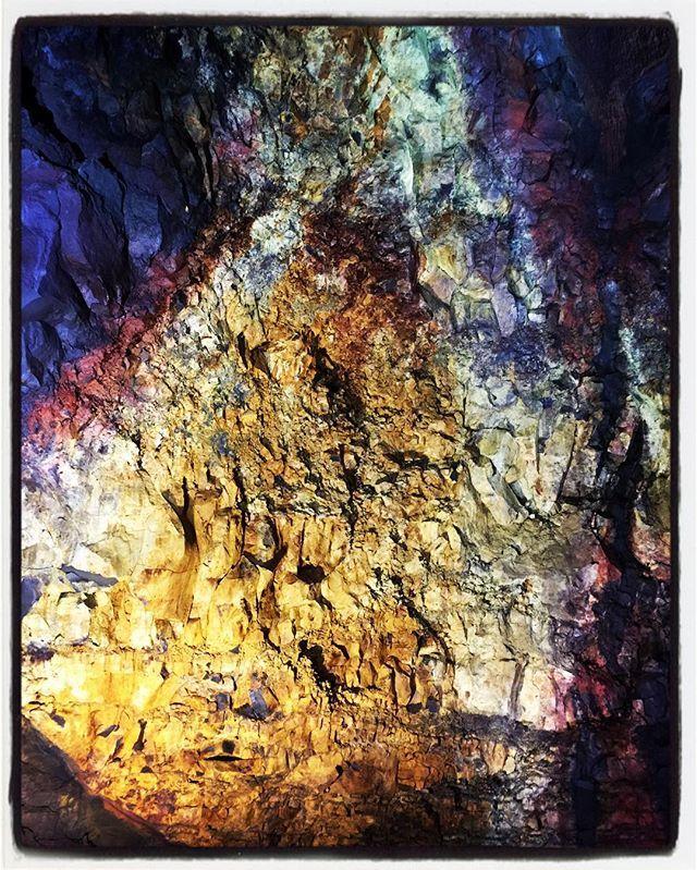 Beautiful colors of the rocks in the volcano . .  #iceland #norway #rainyseason #womentravellers #followforlike #desigirltravels #igers  #travelphotography #ig_world #worldtravelgram #womentravelers #worldshotz #wanderlust #worldtravel #gtgi #instagood #instatravel #dreamdestinations #destinations #instadestinations #shutterbugs #igramming #photooftheday #picoftheday #instapic #instalikes #raksicelanddiaries #solopassport