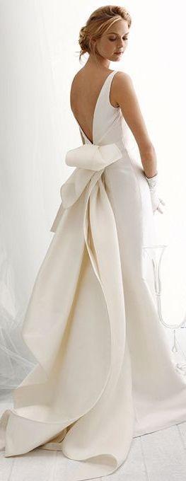 Vestido liso y con escote en la espalda! http://www.miboda.tips/