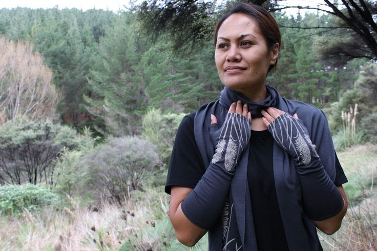 Toetoe Mitts and Scarf in Lead 100% NZ Made