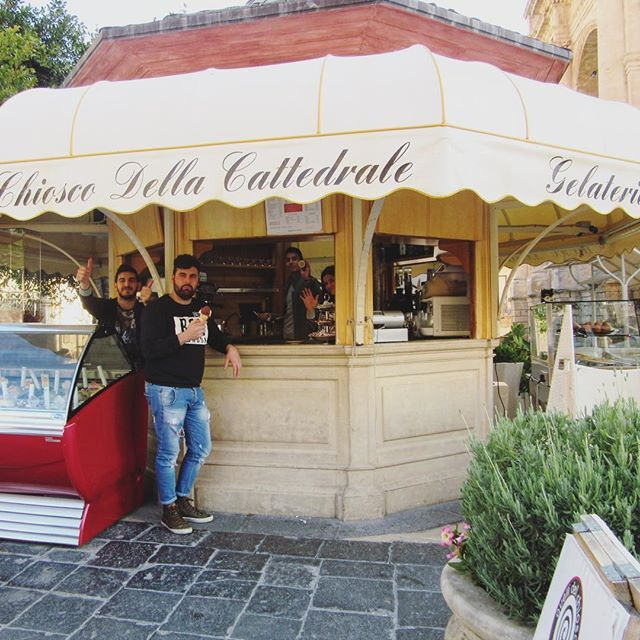 🇮🇹Ciao a tutti 👋🏽 The friendly locals of Noto 🍧 🍦 🍨  #noto #sicily #italy #gelato #gelateria #icecream #dessert #gelati #yum #delicious #sweet #friendly #hello #hi  #italian #instaeats #instatravel #instagood #instanoto #instasicily #instaitaly #melbournelifelovetravel #visitsicily #visititaly #travel #explore  #beautiful #picturesque  #spring #april