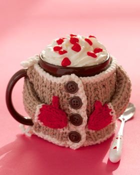 Keep your drinks warm with this adorable mug cozy. Shown in Lily Sugar 'n Cream.