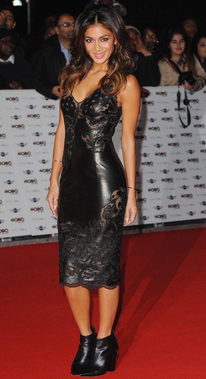 Dopo i problemi con il cibo, dopo aver superato disturbi alimentari, Nicole Scherzinger bella e allegra incanta Londra con un vestito in pelle di Scervino.http://www.sfilate.it/236007/per-nicole-scherzinger-abito-in-pelle-scervino-mobo-awards-londra