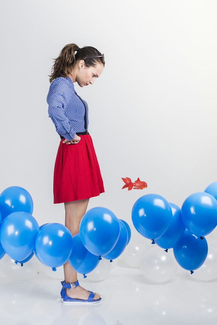 Sandales bleues semelles blanches