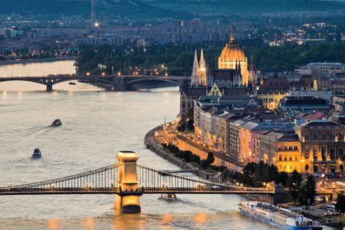 Budapešť je město měst. Nádherné historické památky, relaxace v lázních a gurmánské zážitky v restauracích s poctivou domácí kuchyní.