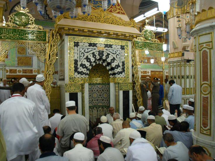 Raudhah adalah suatu tempat di dalam Masjid Nabawi yang letaknya antara makam Nabi Muhammad SAW dan mimbar. Letak raudhah ditandai dengan tiang-tiang warna kuning keemasan serta karpetnya berwarna bunga-bunga hijau. Luas Raudhah dari arah timur ke barat sepanjang 22 m dan dari arah utara ke selatan sepanjang 15 m.