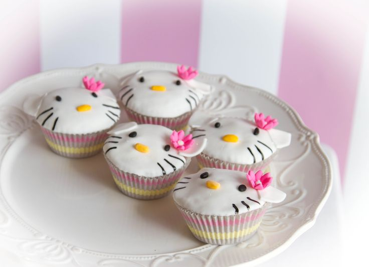 Hello Kitty cupcakes by Annica's