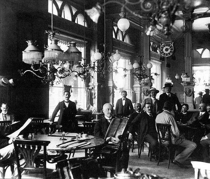Megörökített pillanatok a múltból....386.  A Centrál kávéház és vendégei.....Budapest,1900.