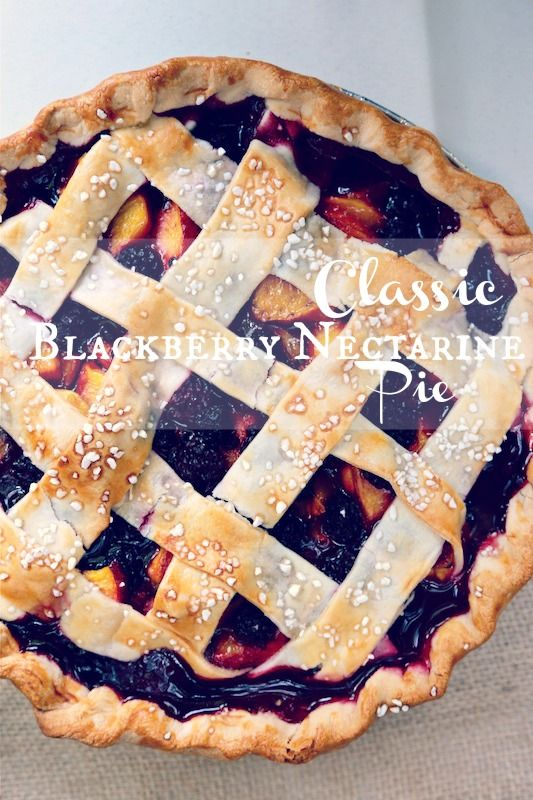 Classic Blackberry Nectarine - www.countrycleaver.com The best seasonal pie you will ever have with fresh blackberries and nectarines #pie #...