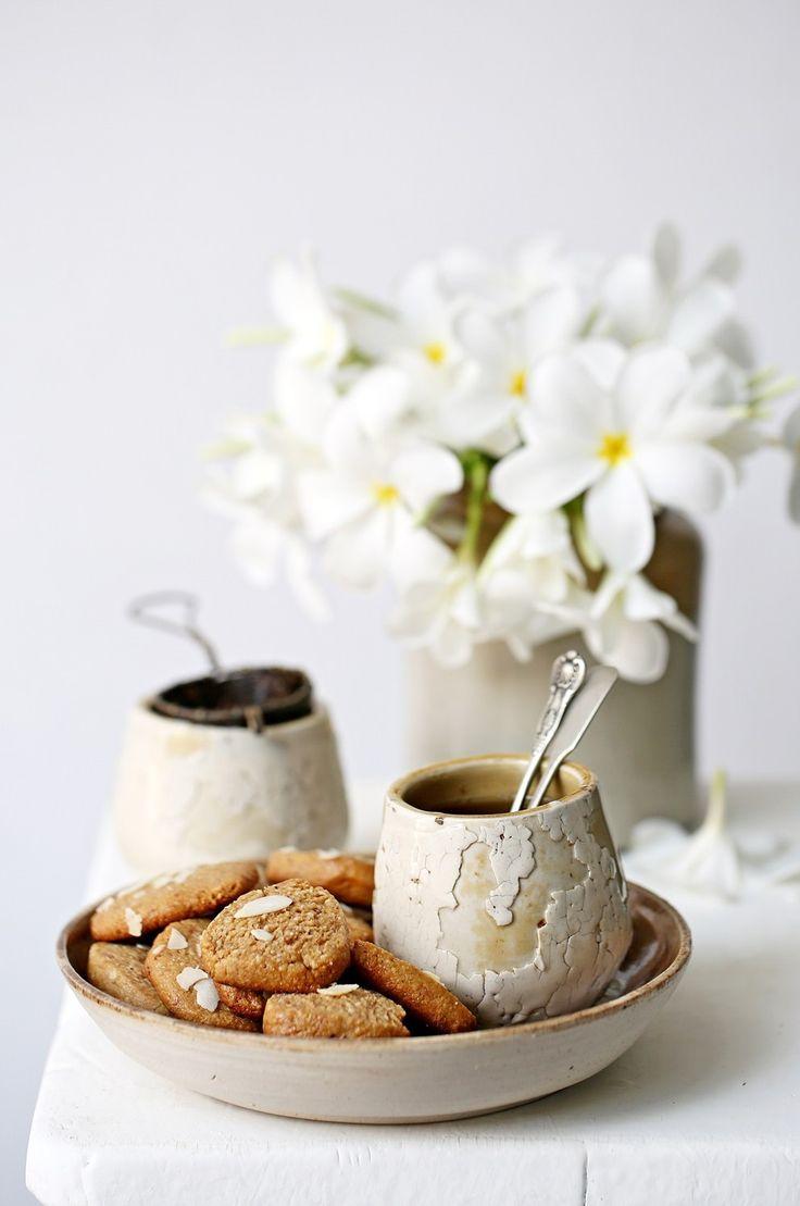 ... eggless wholegrain almond jaggery oat cookies ...