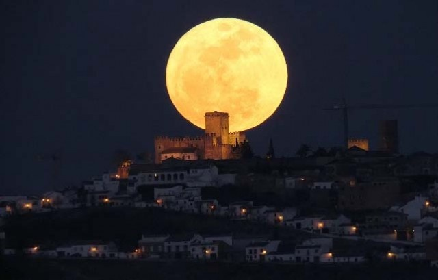 super moon, really want to see this tonight but looks like it will be cloudy.