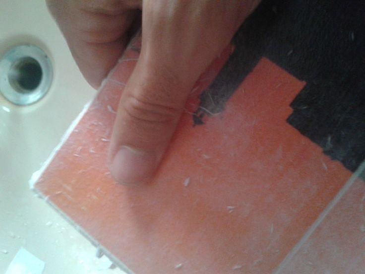 22 - usare le dita nelle fasi finali permette di rimuovere la carta senza stressare troppo la vernice