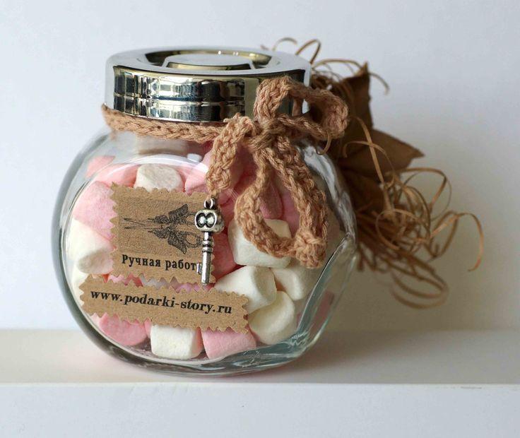 Банка с конфетами, подарок своими руками, сладкий сюрприз, скрап, ручная  работа, крафт, подвеска, тесьма, связанная крючком