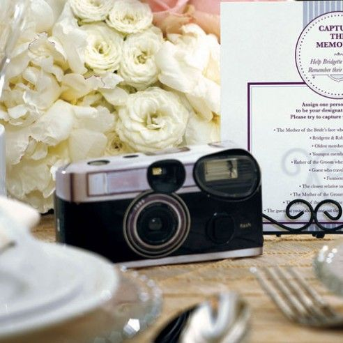 Zet je genodigden aan om met deze speciale wegwerpcamera foto's te trekken van jullie huwelijk tijdens de dag of plaats ze op de tafels tijdens het avondfeest. Op deze manier zullen jullie deze onvergetelijke dag levendig blijven herinneren. Wegwerpcamera's dienen uiteraard vooral voor de foto's met een hoge FUN factor. Als u kwaliteitsvolle foto's verwacht van uw avondfeest, dan adviseren we u om met een fotograaf te werken. De toestellen zijn wel met ingebouwde flits maar kunnen de…