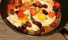 Bistecca di Tonno con Olive e Pomodorini - Thunfischsteak mit Oliven und Kirschtomaten - RezeptThunfischsteak mit Oliven und Tomaten, ein fruchtig-buntes Rezept für die Zeit außerhalb der Grillsaison. Herzhaft abgerundet mit Kapern und ...