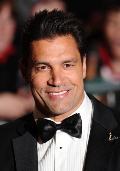 Manu Bennett. Manu was born on 10-10-1969 in Rotorua, New Zealand as Jonathan Manu Bennett. He is an actor, known for The Hobbit: An Unexpected Journey, The Hobbit: The Desolation of Smaug (2013), 30 Days of Night (2007), and Spartacus: Blood and Sand (2010).
