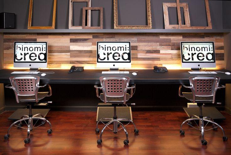 Un panneau mural en bois lisse et polyvalent magnifié par une diversité de couleurs provenant de l'essence du bois / Panneau mural Bridges / Wonderwall Studios