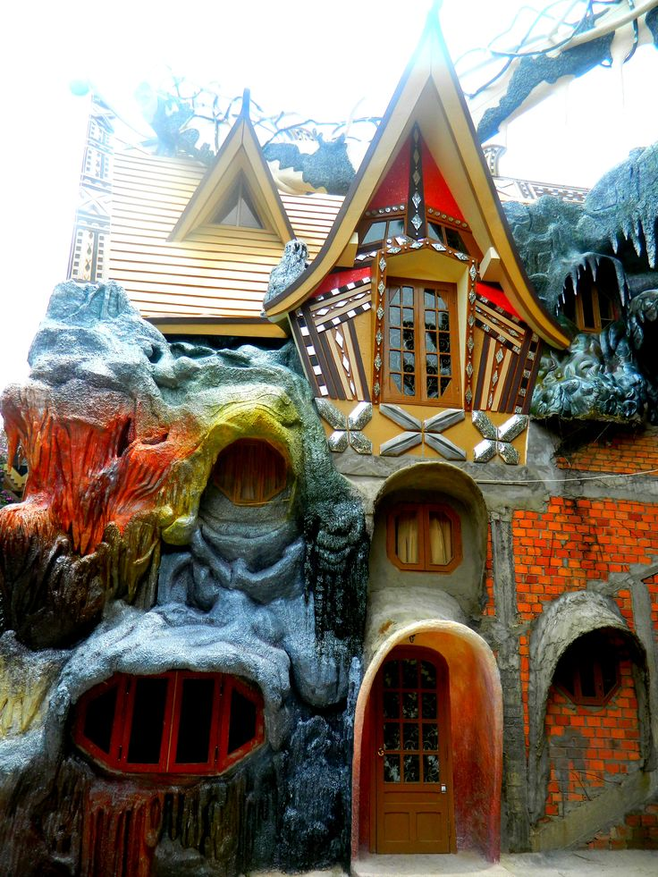 144 best WILD & CRAZY HOUSES images on Pinterest | Architecture ...
