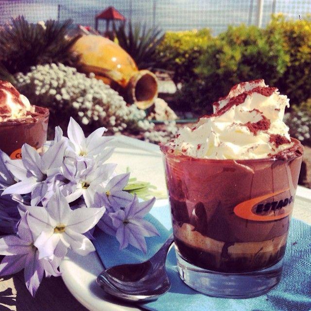 Coccole, tantissime coccole!! Tra i nostri #caffè #golosi, oggi abbiamo scelto il #nutellino: espresso in vetro, #nutella, mousse di #panna montata e spolverata di cacao (servito con #amore e un mazzolino di #fiorellini ) solo al #bagnorosa22