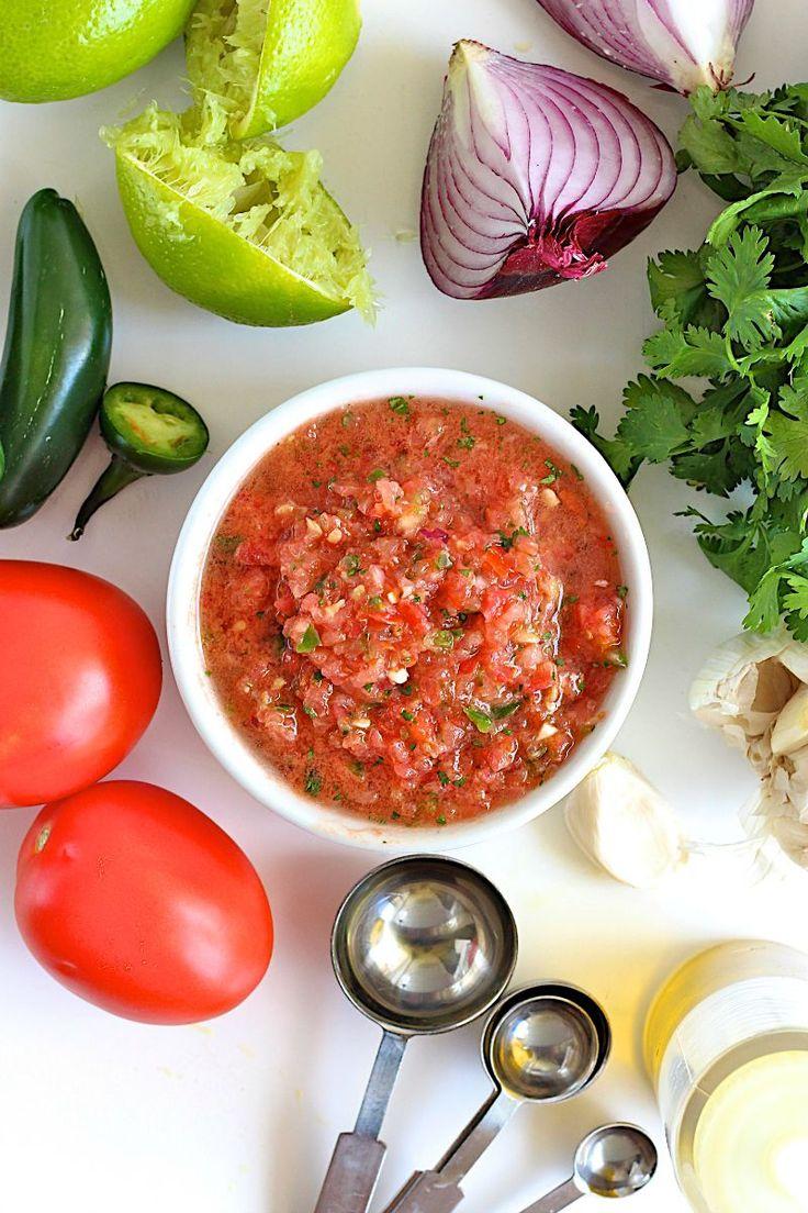 Ev yapımı kolay salsa sos yapılışı var bugün. Cips sosu olarak da bilinen bir lezzet. Artık cipsleriniz daha lezzetli olarak. Meksika yemeklerinden . Tek