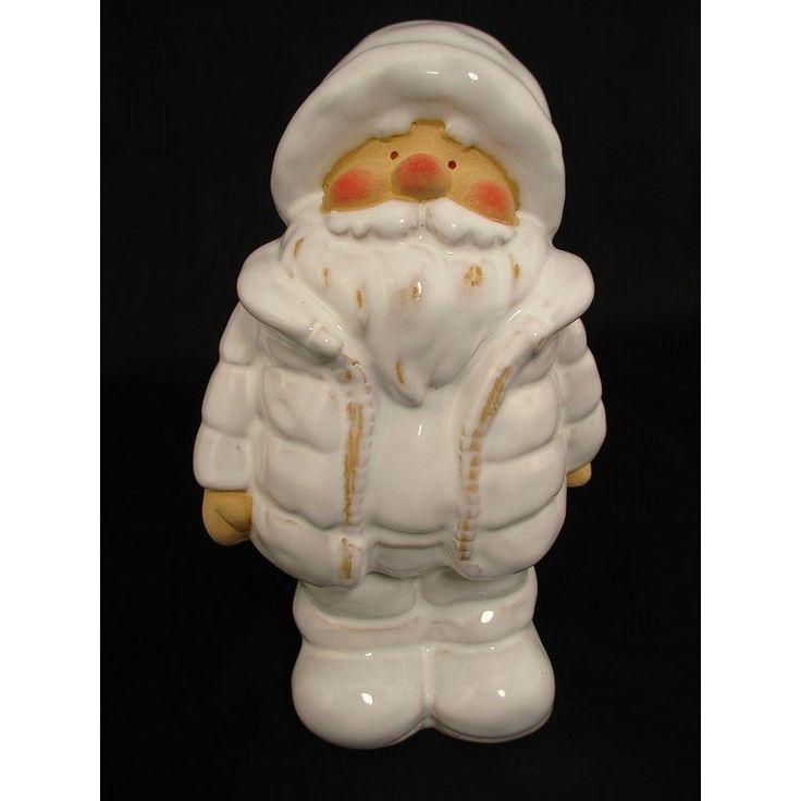 Święty Mikołaj, czy jak kto woli Gwiazdor - ceramiczna figurka, która doskonale sprawdzi sie jako ozdoba świąteczna. Mikołajki sa popularnym elementem dekoracji.