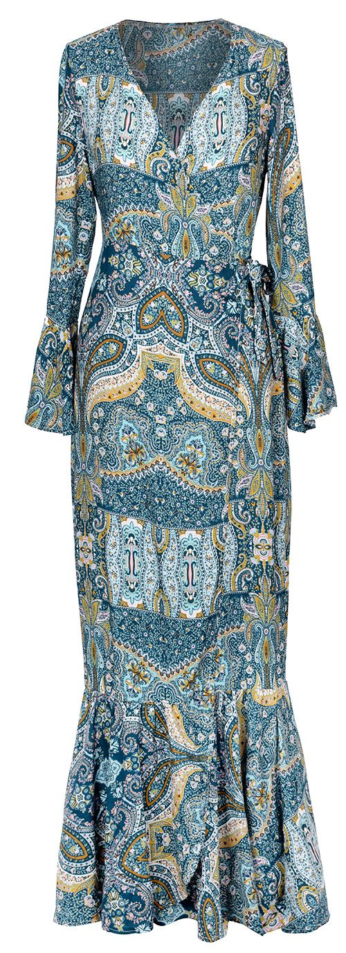 Achieve an effortless chic style with this piece. Update the classic printing with this long cover-up. A must-have item to add to your wardrobe.