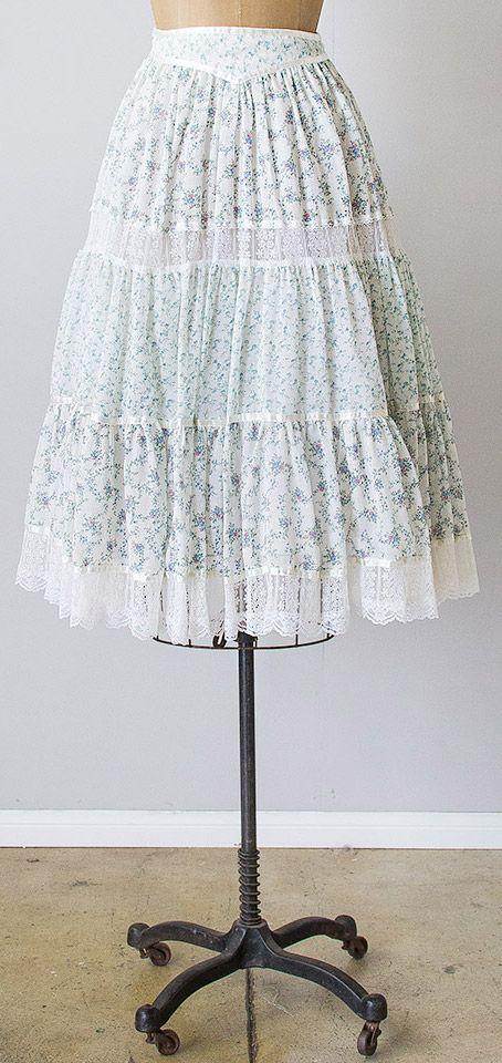 vintage 1970s white blue Gunne Sax prairie skirt | #adoredvintage #GunneSax #1970s